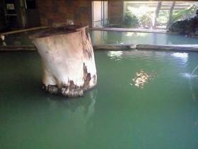 緑色の温泉