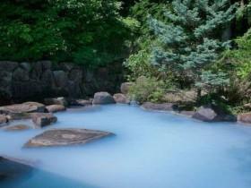 コバルトブルーの温泉