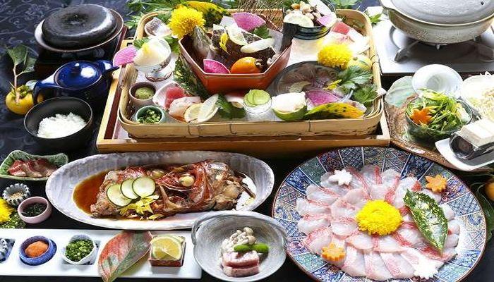 伊豆で金目鯛料理が食べられて犬も泊まれる宿といえば?