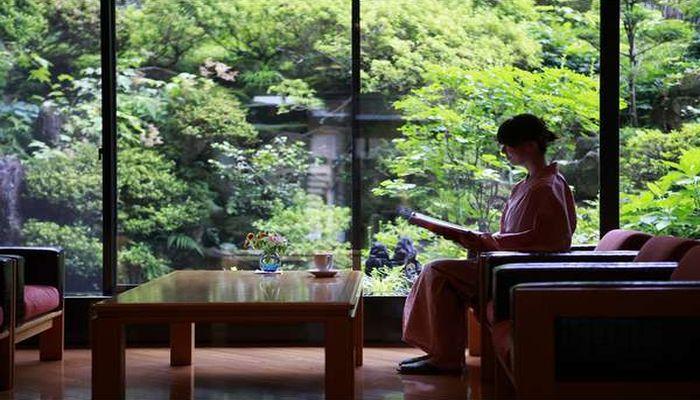 北陸新幹線の飯山駅から直通バスで野沢温泉へ。女性におすすめの宿は?