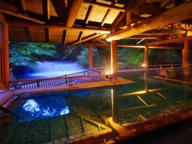 四万温泉の滝見の湯宿