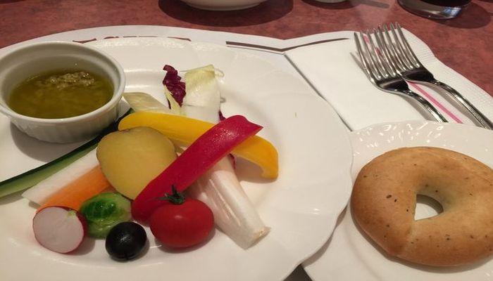 イーストサイドカフェで予約なしで遅めのランチを食べました。