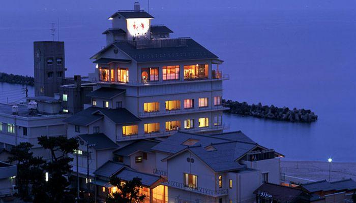 鳥取で松葉ガニと温泉が楽しめるおすすめの旅館といえば?