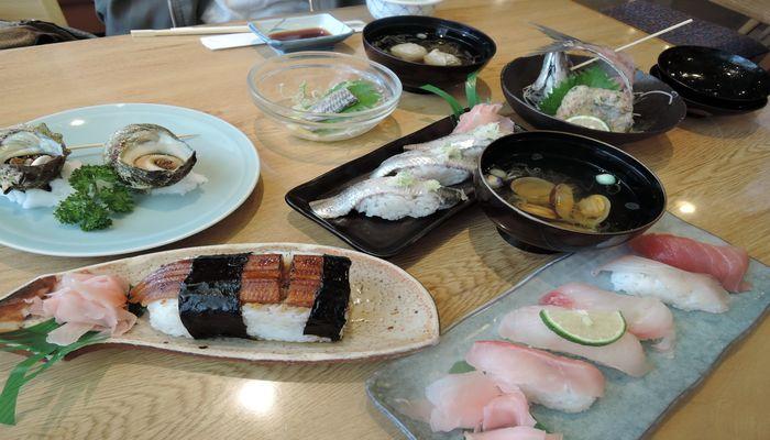 銚子さかな料理かみちでイワシ料理と地魚握り寿司を食べてきました。