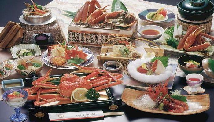 山中温泉でカニ料理が評判の旅館といえば白鷺湯たわらやです。